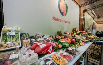 Select Fruits stand
